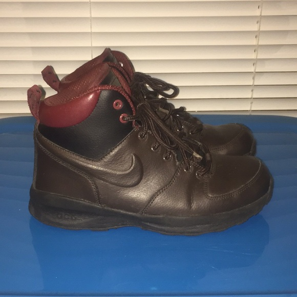 big sale be255 d6a0a Nike ACG Manoa Leather GS Winter Hiking Boots Boys.  M 5bd893de9539f73550dcb4ba